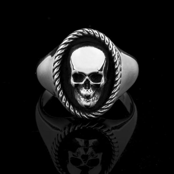 Elizabeth- silver skull ring