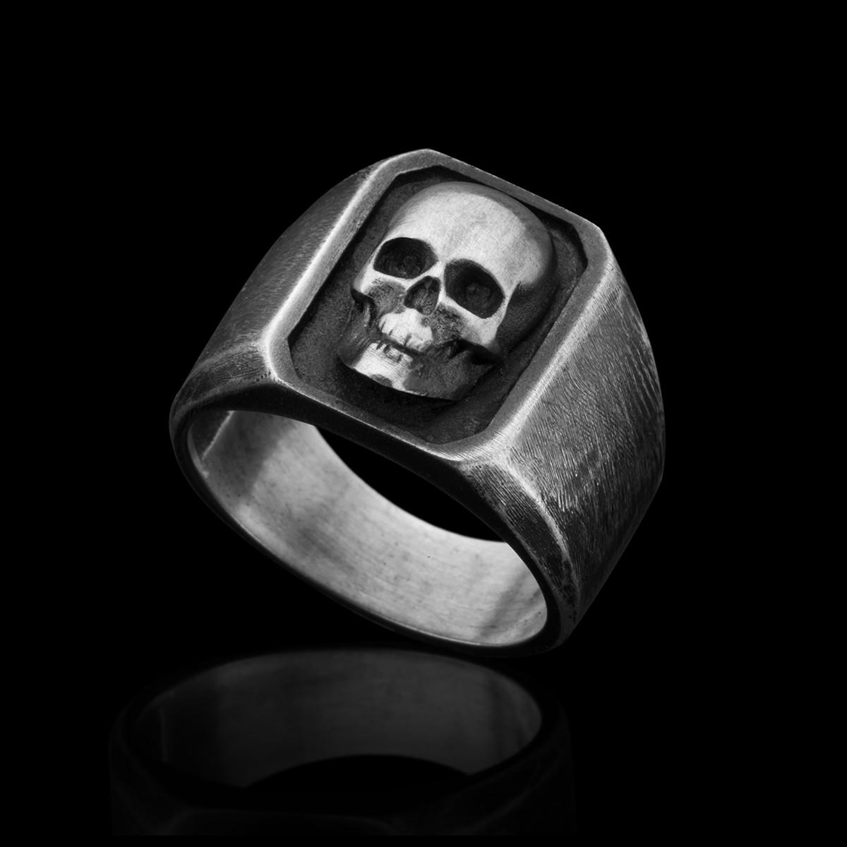 Jean-octagon-sliver-skull-ring